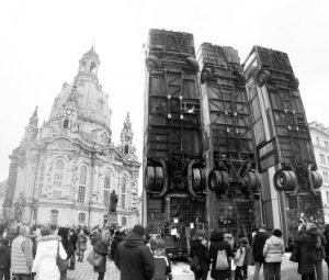 #manafhalbouni #momument #busbarricade #ZweiMonumenteVereinigt #Dresden #frauenkirche #frauenkirchedresden