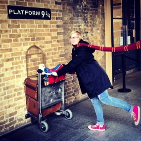 Kings Cross Station: All movies - Hogwarts Express on Platform 9 ¾